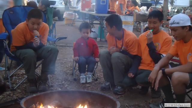 Ngồi quanh lửa ấm